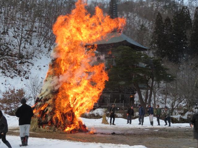高畠の冬の風物詩、御斎灯焼き:画像