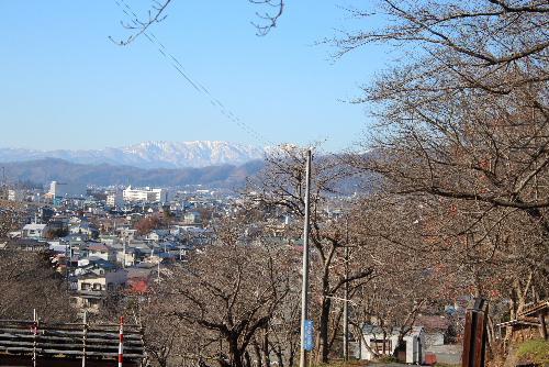 飯豊 朝日の山々が真っ白に冠雪 12月には珍しく見事に晴れた青空に映える