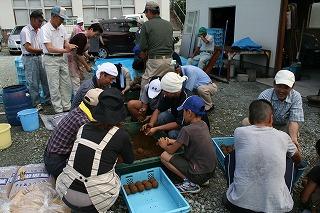 東根市長瀞、お堀の水浄化活動