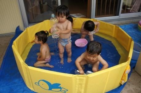 *楽しいプール遊び*