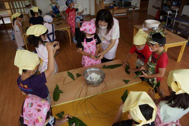年長組☆笹巻き作りに挑戦!!:画像