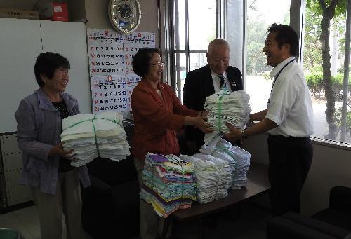 長井市老人クラブ女性委員がタオルを寄付いたしました。:画像