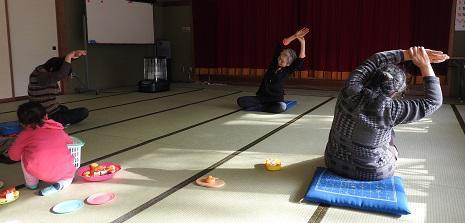 避難者支援・12月定期交流会 〜ヨガ体操を行ないました!!〜:画像