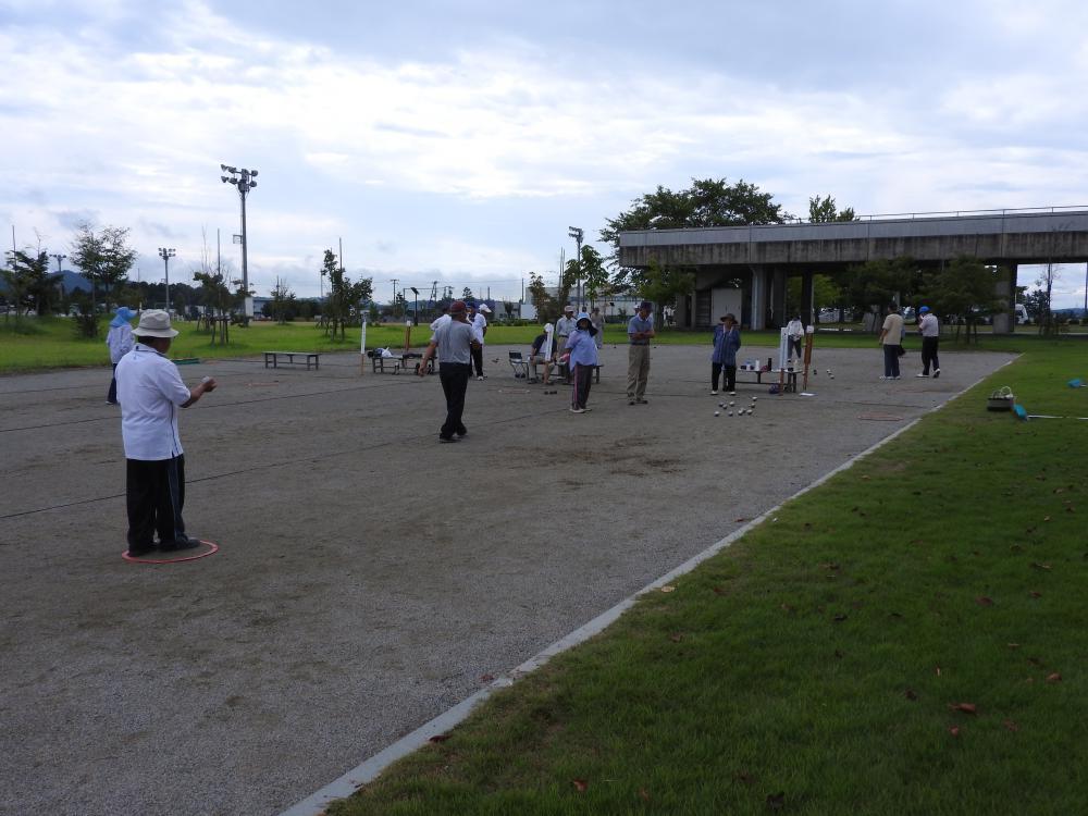 長井市老ク連 「健康づくりペタンク大会」を開催しました:画像