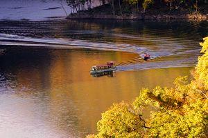 11月2日から4日の3日間、ながい百秋湖遊覧船を運航しました。:画像