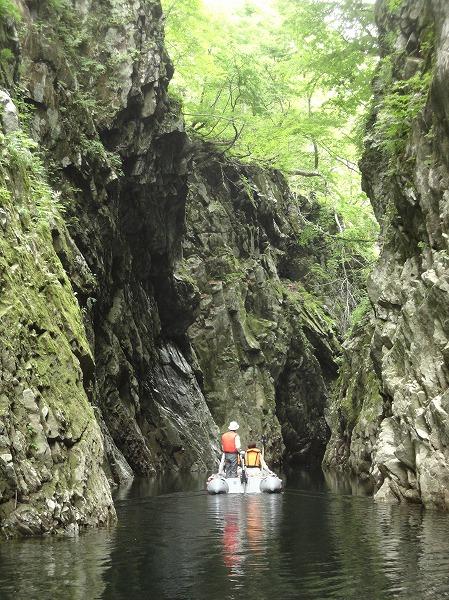 新緑の三淵渓谷を堪能!ボートツーリング6月前半の運航日程のお知らせ