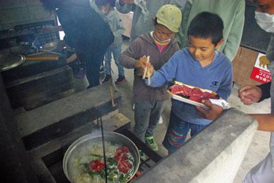 ☆収穫の秋!合同芋煮会を行いました~畑の楽耕&子育て支援サポートくらぶ