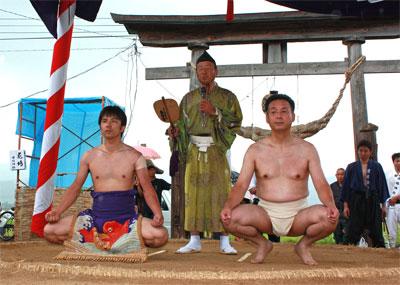白熱の警護交代劇~草岡津嶋神社...