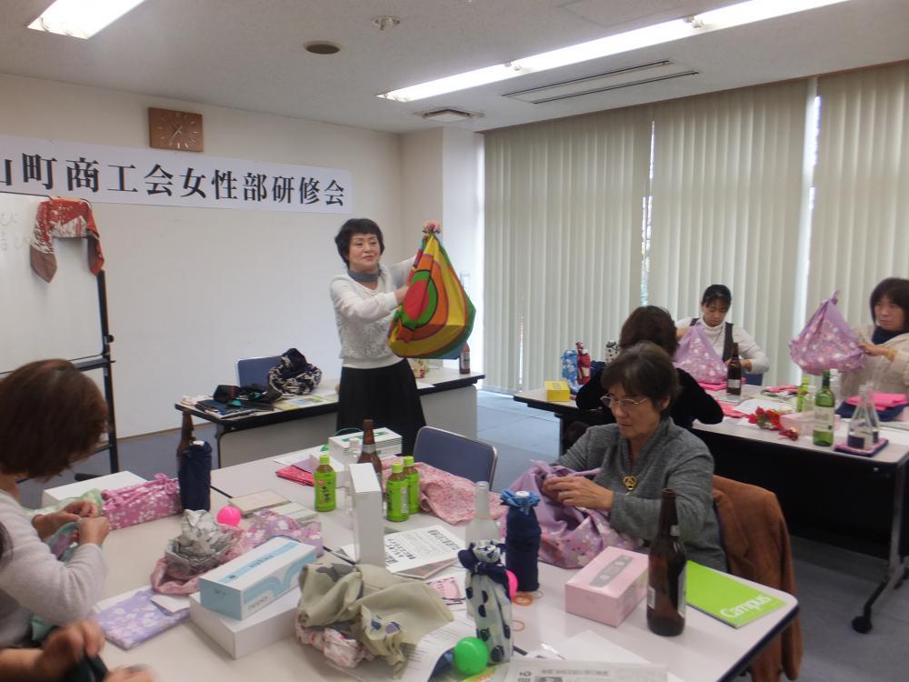 部員研修 ふろしき講習会と展示作品づくり