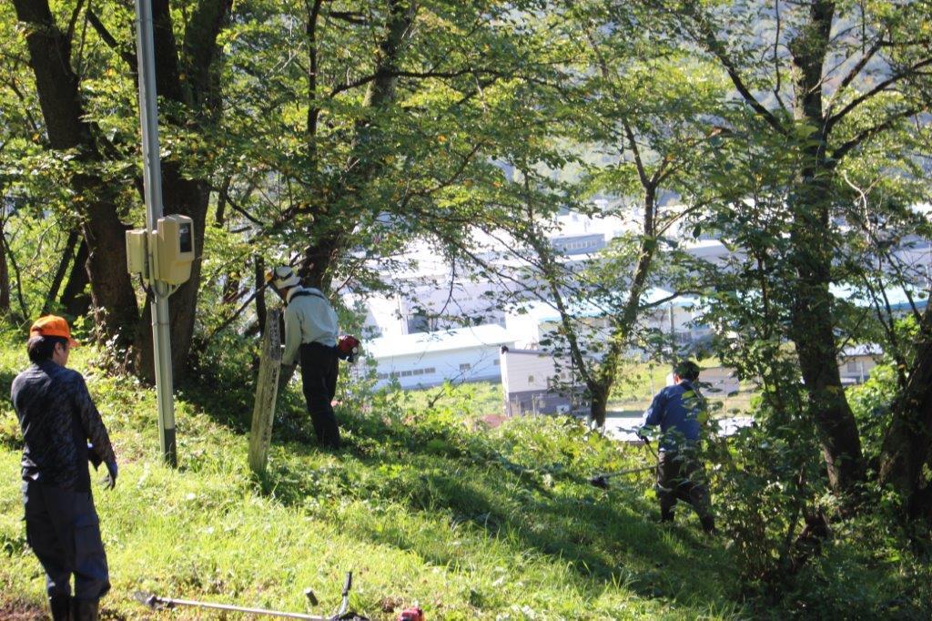 岩部山草刈り作業