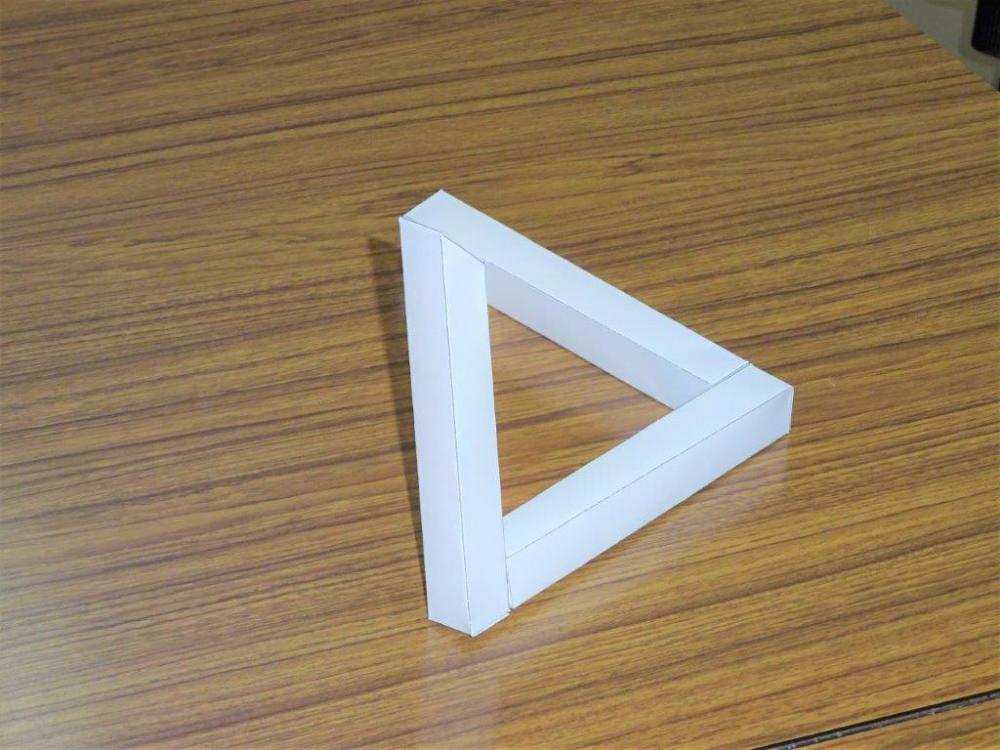 ありえない三角