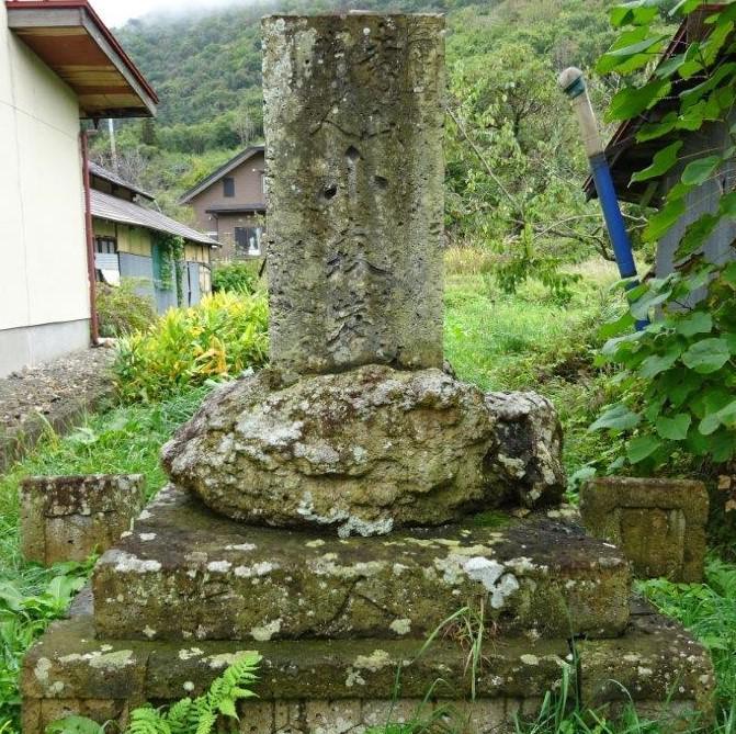 小岩沢 小森岩の碑