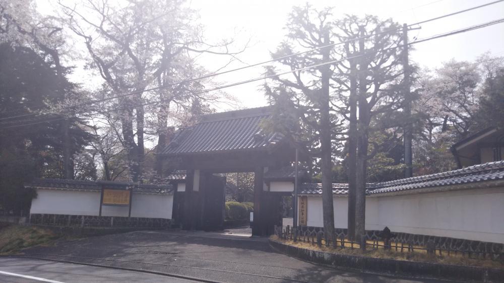 知事公館の立派な門構え