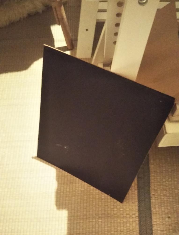 取り外した黒板は、トビラにして