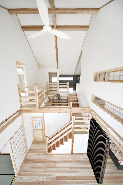内観写真1[リビング・階段ホール]