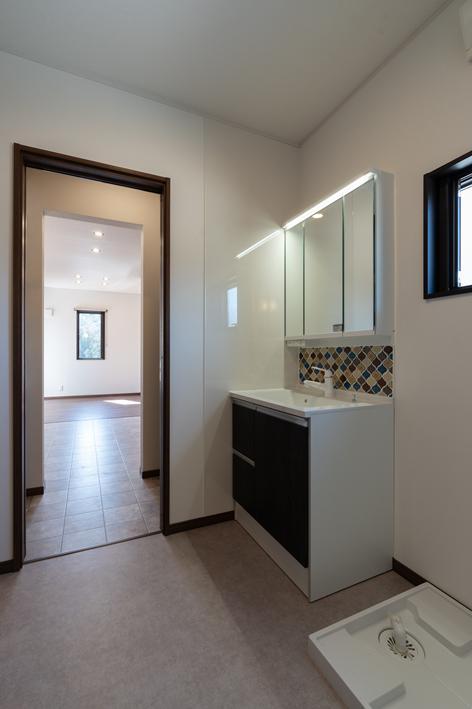 洗面脱衣室 キッチンに直結する動線。/