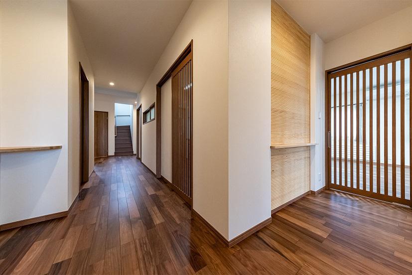 玄関ホール〜廊下