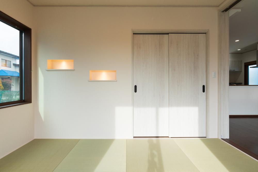 モダン和室 ニッチには照明を設けあたたかな雰囲気に