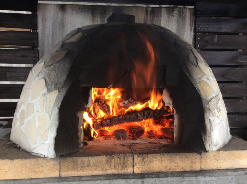 「私のしろい家」感謝祭!!ピザ窯に火が入りました!!