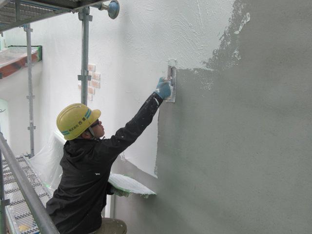 「私のしろい家」小白川。外壁仕上げ中!!真っ白です!