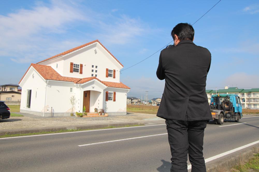 「私のしろい家」谷地 朝日に輝くしろい家 雑誌用の撮影しました!