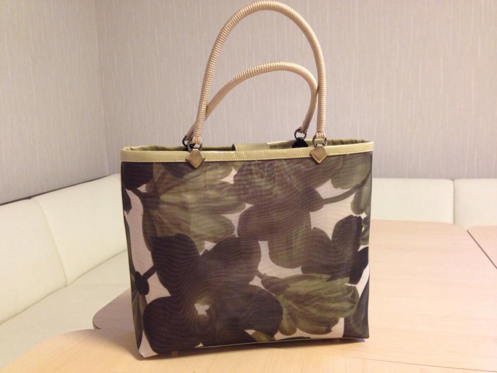 夏のハンドバッグ