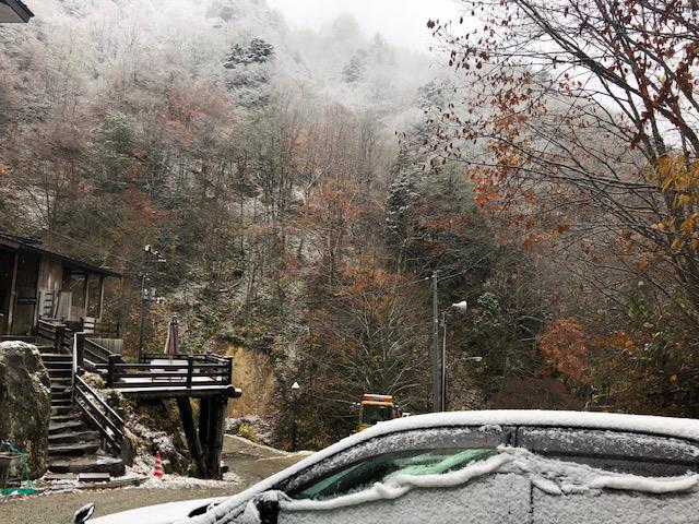【初雪 初積雪】例年より、お〜そ〜い〜?! かな。:画像