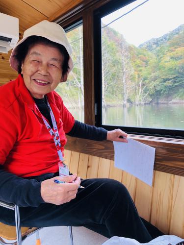 おらんだ専科 情報紹介 | 長井ダムへ 遊覧船で百秋湖