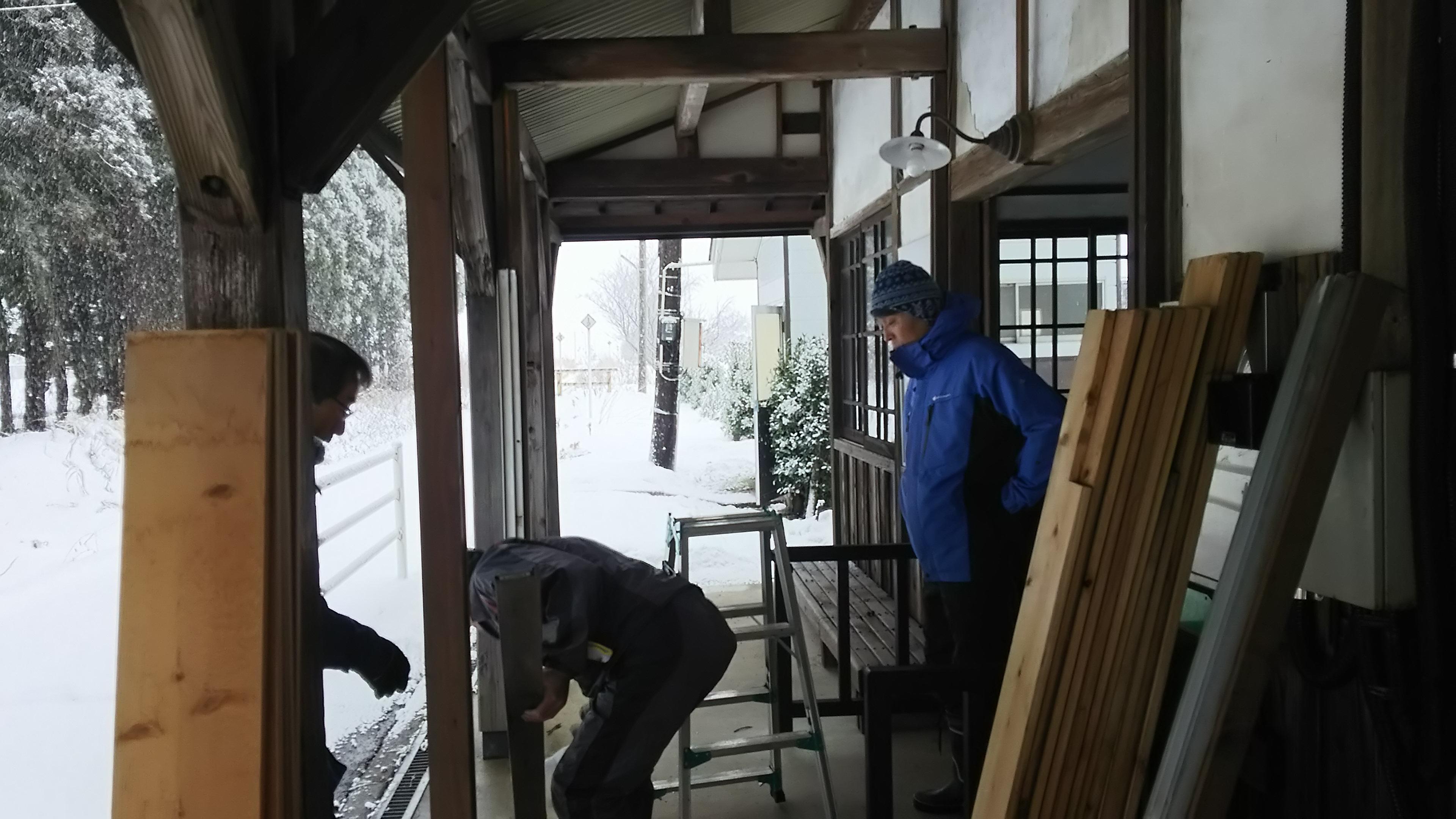 雪囲いとイルミネーション設置作業