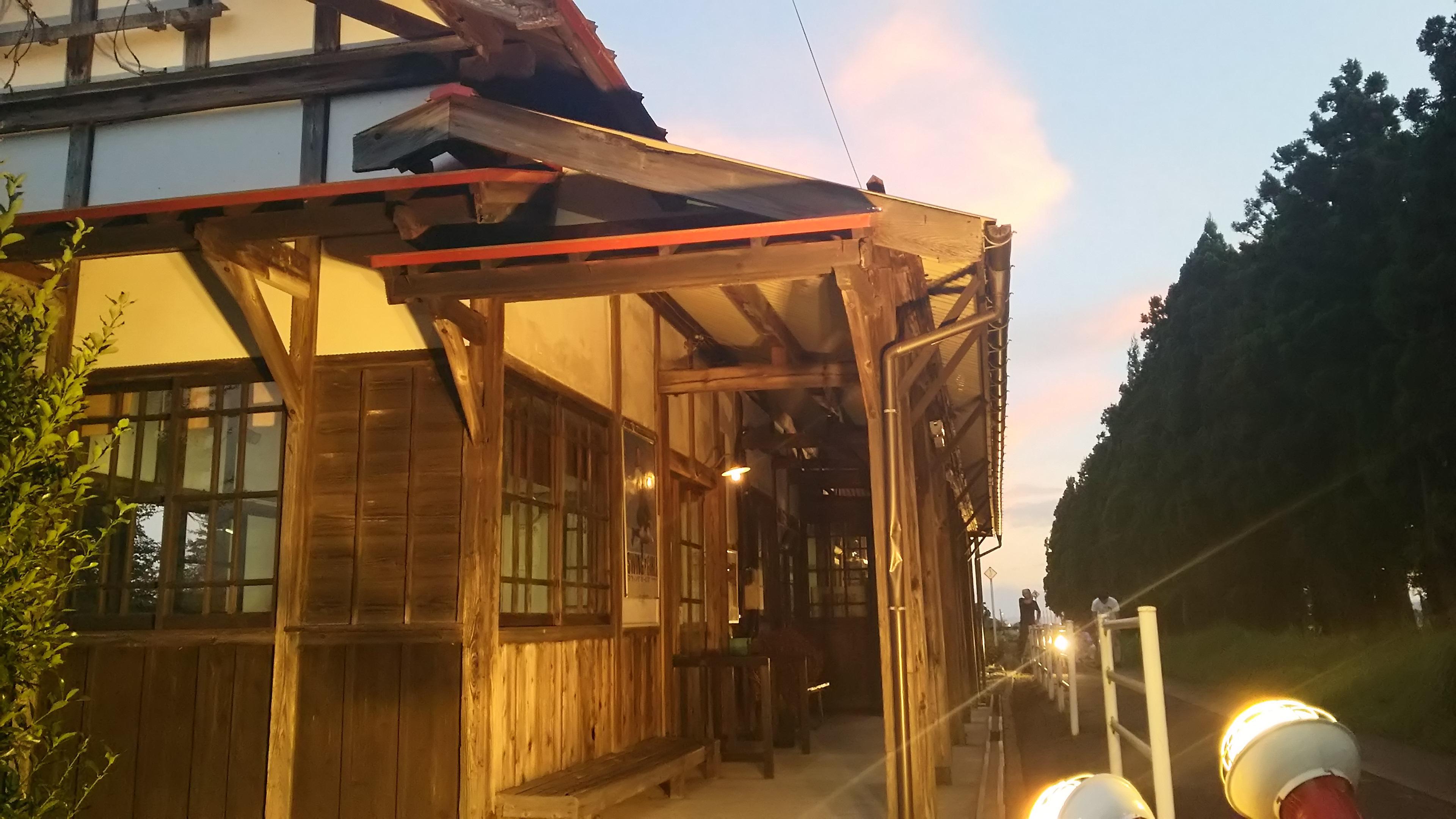 木造駅舎のライトアップ
