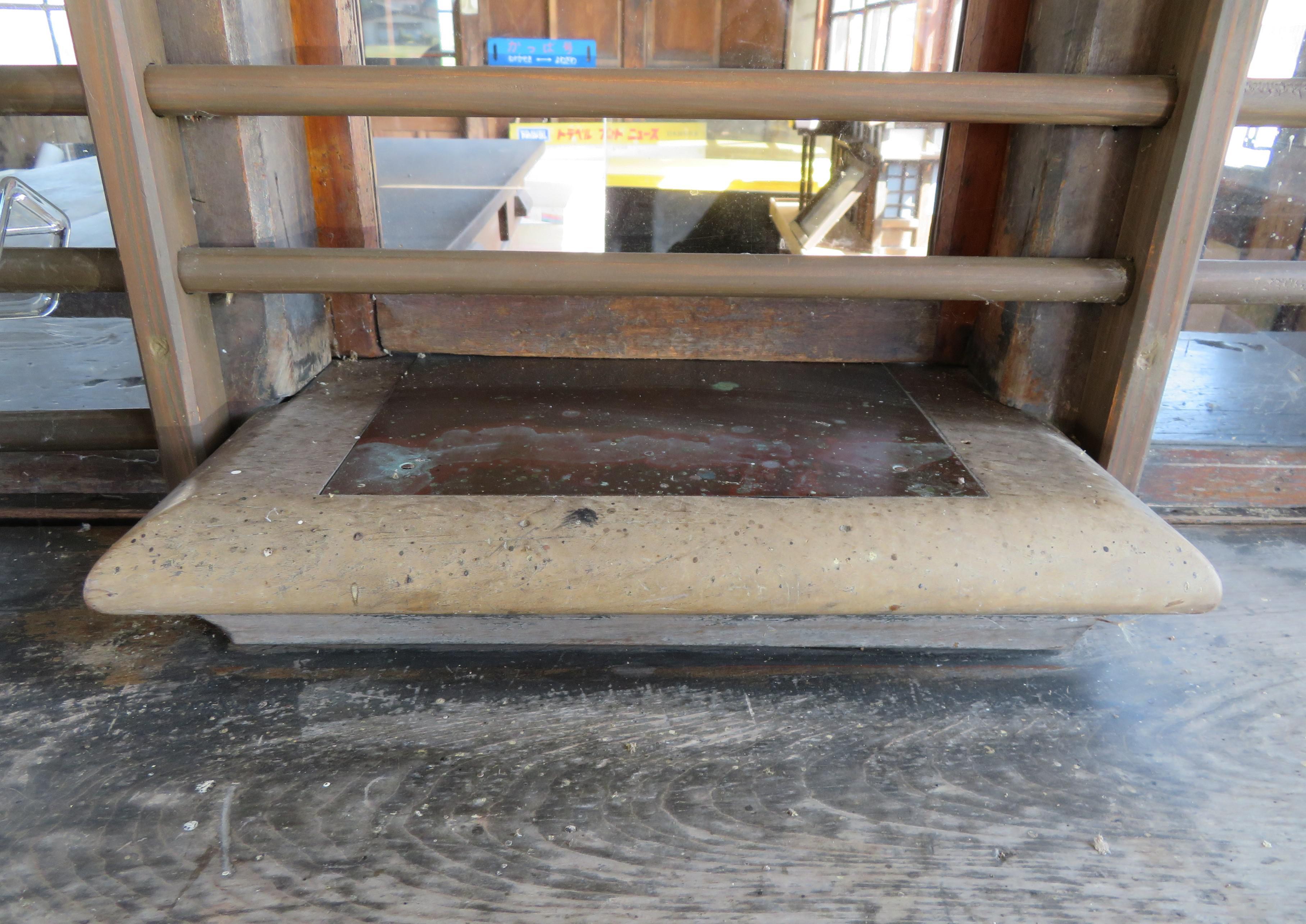 出札口 銅板葺きの付け台