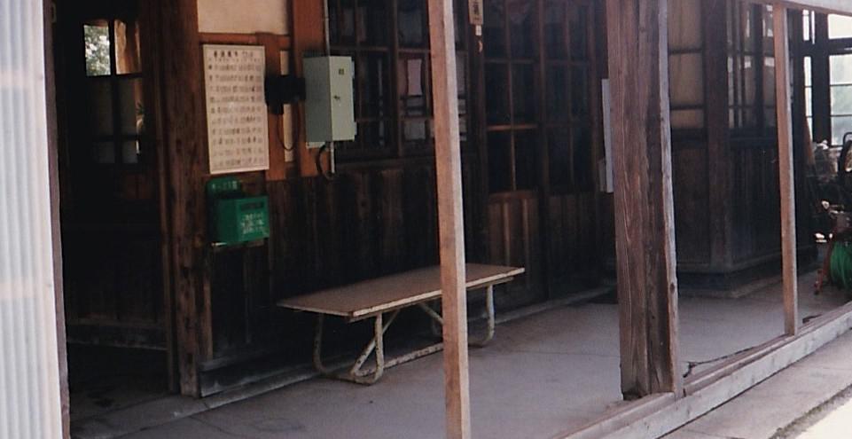 メモリアルオブジェ ベンチと木製はしご
