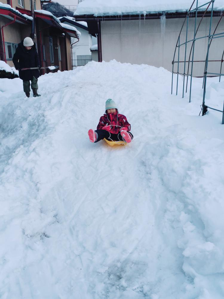 ジイチャンだって雪遊び