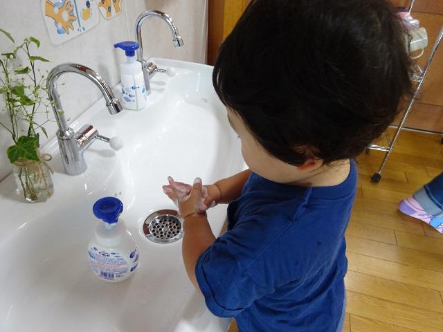手洗いで ばいきんバイバイ!