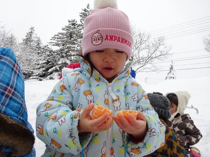 雪の中で 宝探し!