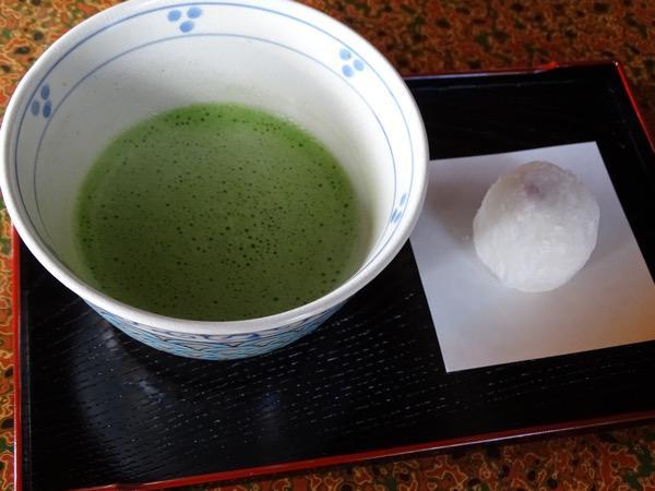 藤田家(お寺)で抹茶とお菓子