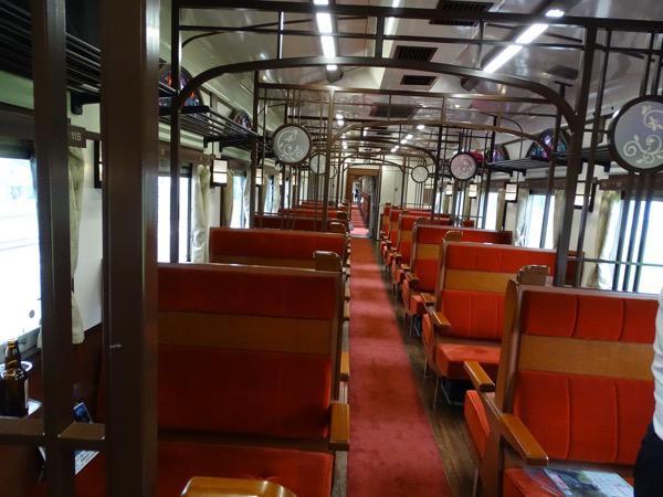 客車の内部