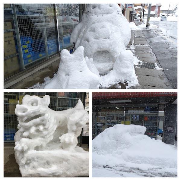 狛犬からトトロの雪像へ
