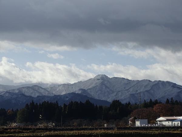 盔甲山的冠下雪:图片