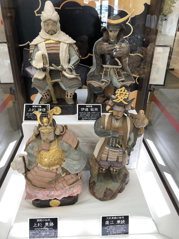 陶人形の展示 (道の駅米沢)