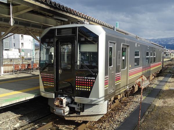ハイブリット式新型車両GV-E400(米坂線)