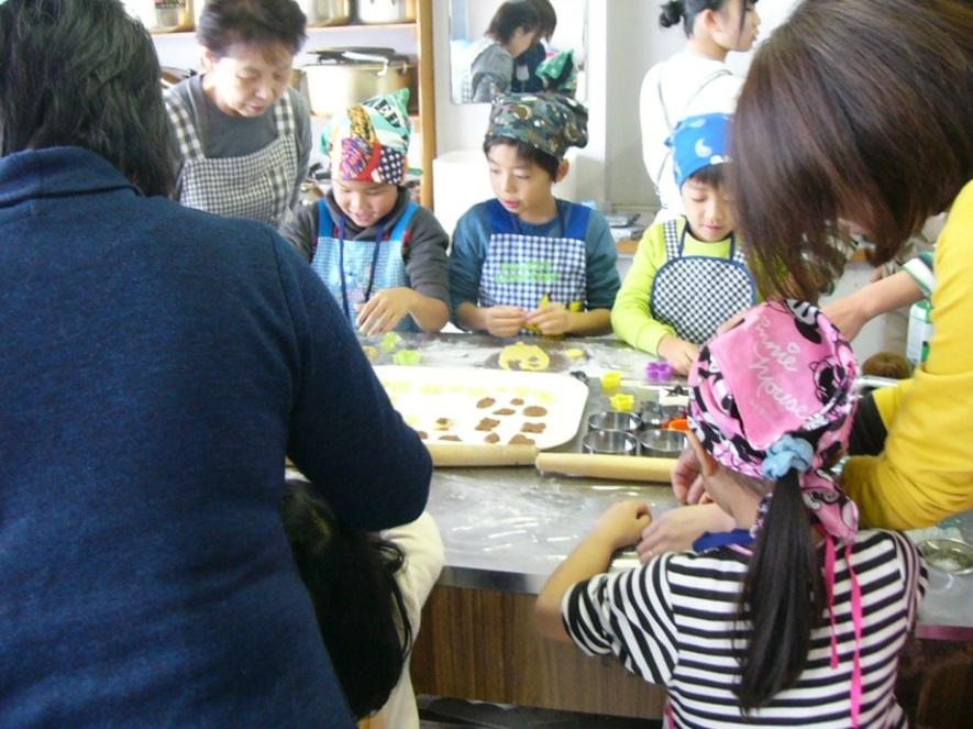 寒河江市ボランティアサークル「チェリーズ」の「チェリーズお菓子作り教室」