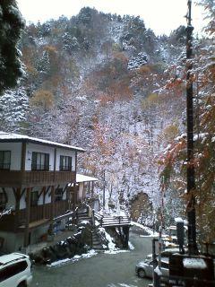 """2010/10/28 07:01/白布温泉の""""大奥""""?!から初雪だより。+道路情報"""