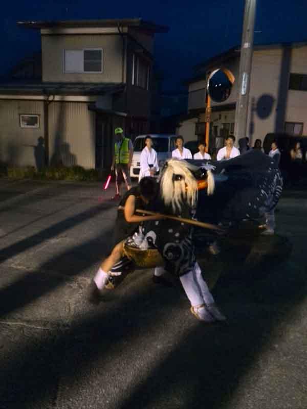 清水町子供会の獅子舞の裏表
