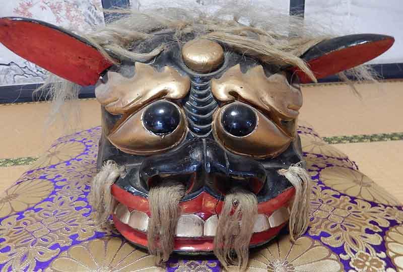 長井市五十川の正寿院の獅子頭