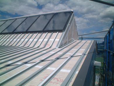 【郡山市西田・ドミノM邸 】 とんがり屋根の空気集熱パネル