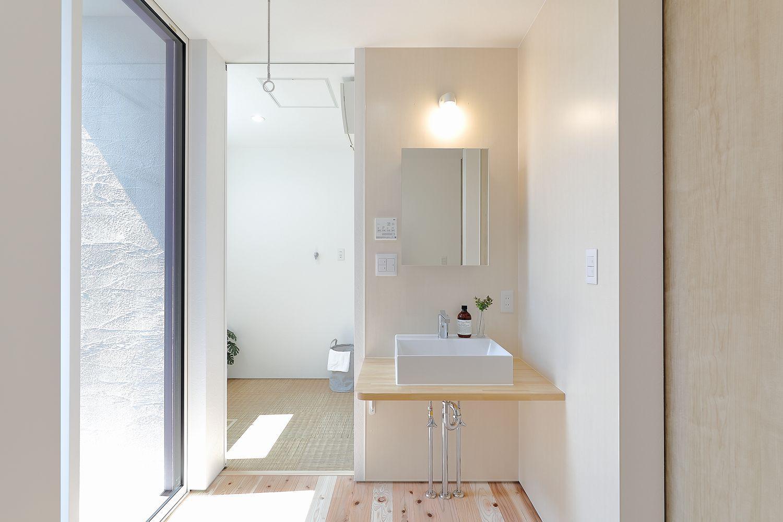 U様邸 明るい洗面空間:画像