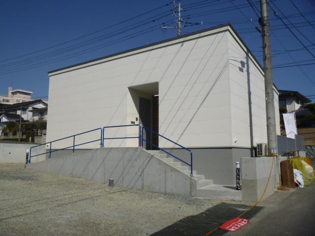 「郡山市七ツ池町・シンプルノートS邸」玄関アプローチ完成!:画像