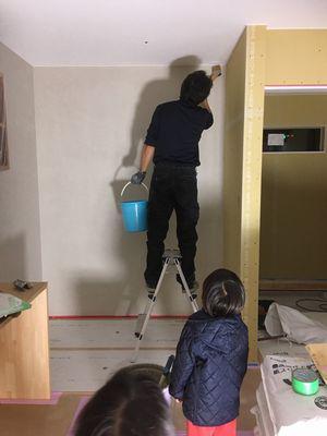 「鏡石町東町・シンプルノートH邸」 塗り壁工事も、Hさん家族でDIY