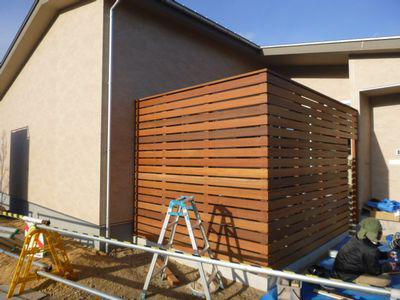 「鏡石町東町・シンプルノートH邸」 板塀、デッキの材種は、耐久性が肝心:画像